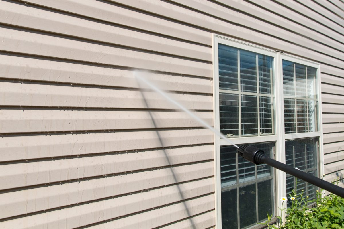 7 Tips to Properly Power Wash Your Siding